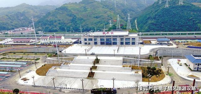 西成高速铁路上的一座客运中间站——朝天站