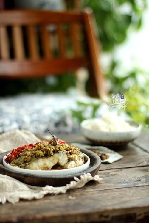 火辣下饭一周两次也不解馋,最简单的方法制作海鲈鱼,冬季吃最合适