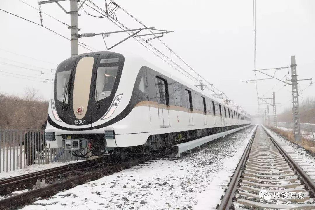 来啦!15号线首列车正式下线,车站装饰安装工程也即将开始!