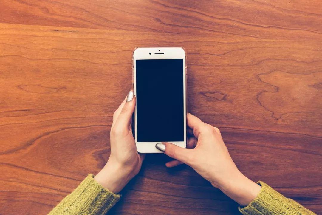 女大學生去警察局領丟失手機,解鎖瞬間……圍觀警察尷尬了!