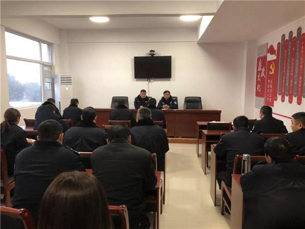 邓州市新华派出所组织开展专题党课学习活动