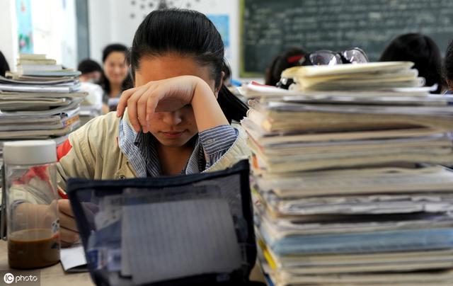 你认为今年高考比较简单还是偏难?高三学生你怎么看?