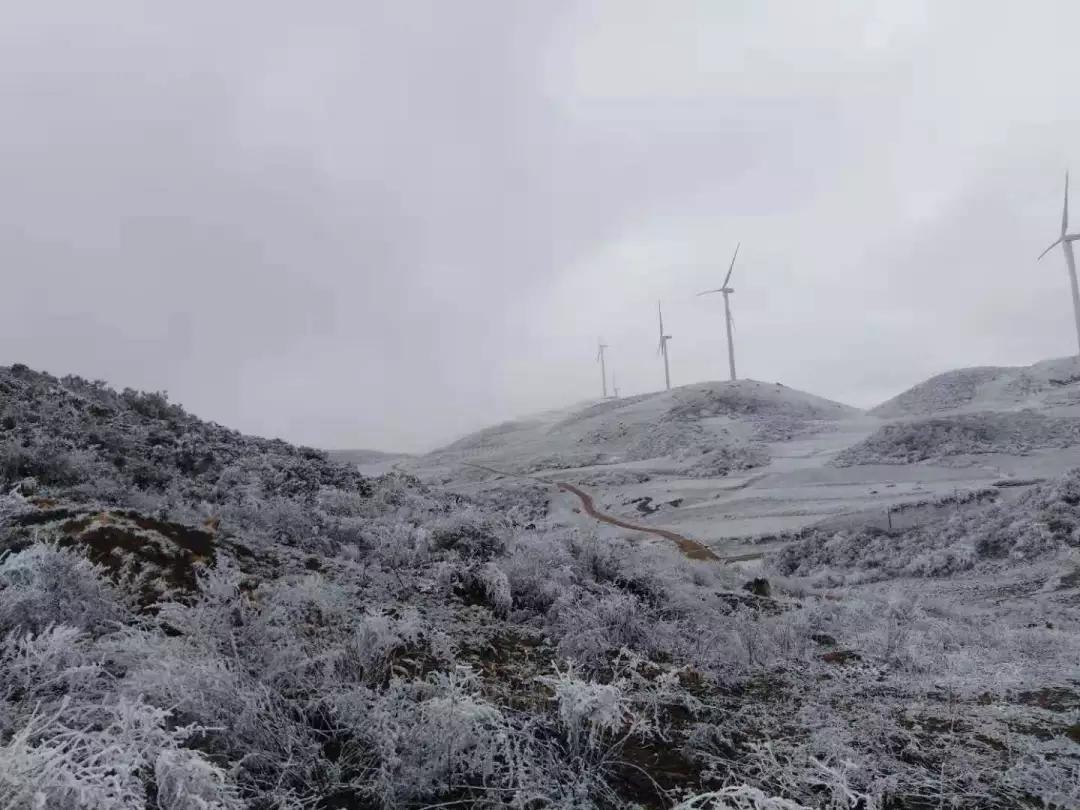 威宁县迤那双营光伏电站35KV输出线路全线贯通