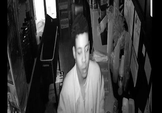美国小偷半夜抢劫咖啡馆时感到饿 当场给自己做了顿饭