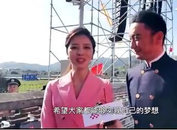"""央視主持人戶外錄節目,李思思完勝""""一姐""""董卿,曾被說網紅感強"""