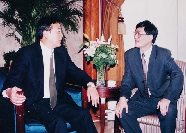 联想集团CEO杨元庆谈柳传志退休:他是我的良师诤友_柳总