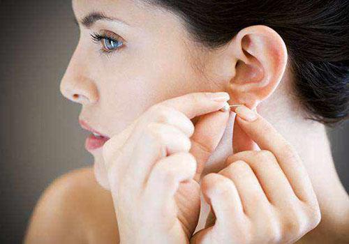 <b>耳洞护理很重要,耳饰千万别乱戴!</b>