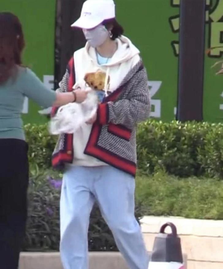 张若昀出席2019搜狐时尚盛典 被问唐艺昕是否怀孕这样回应