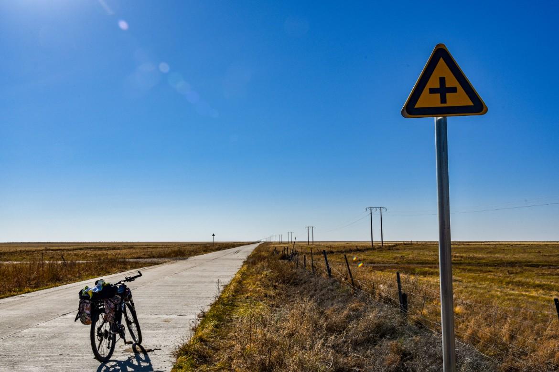 国境之北,千里秋骑(6)大草原的湖没有边,卫星地图上没有路