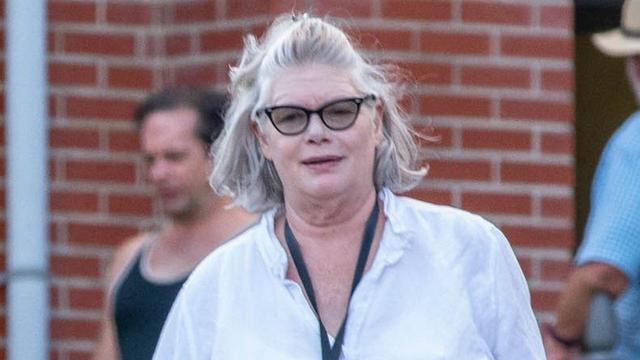 《壮志凌云2》新汤女郎49岁,气场超强,再一看梅根竟与她撞脸
