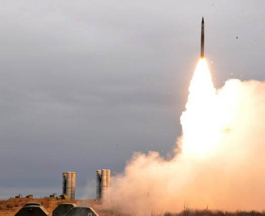 核轰炸机飞临伊朗上空 以色列提醒小心 俄罗斯再也坐不住了
