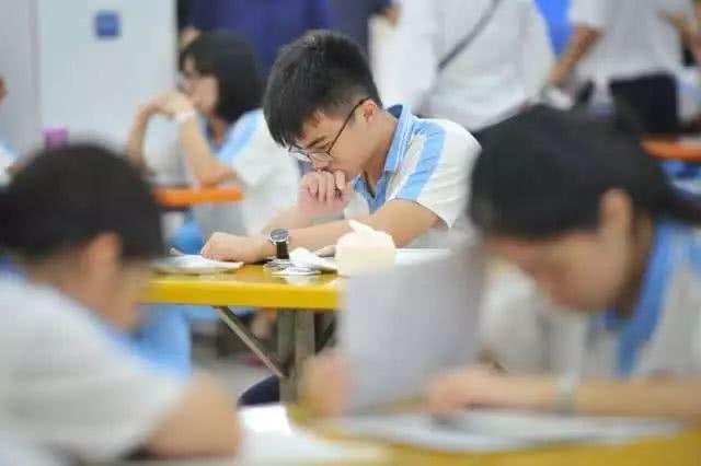 <b>为什么大部分女生在小学初中学习那么好,到了高中就差了?</b>
