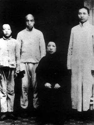 毛主席和父亲母亲珍贵的合影,最大的遗憾是没有全家福