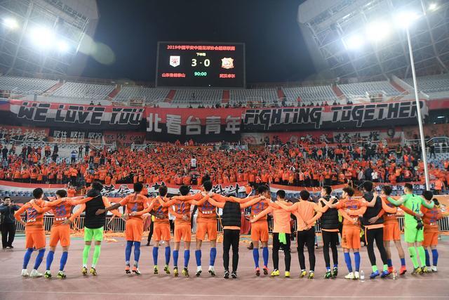 英超-萨拉赫头槌法比尼奥世界波 利物浦3-1曼城