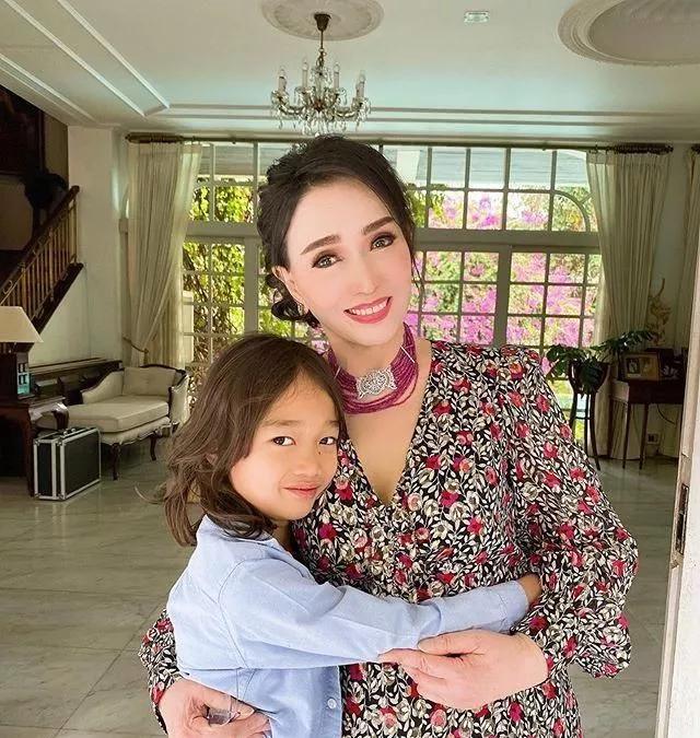 72岁的她像27岁?泰国不老美魔女:年龄真只是个数字!!文化,历史!