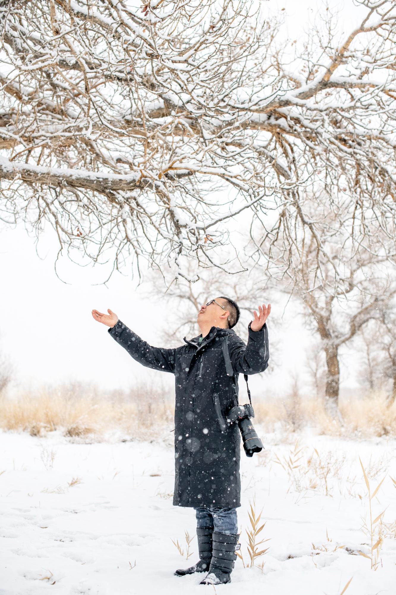 """旅行来到新疆克拉玛依,发现神奇的""""冰雪树林"""",千年不死不朽!"""
