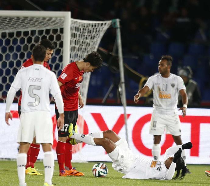 欧冠-凯恩2球阿里破门 热刺0-2落后4-2逆转!