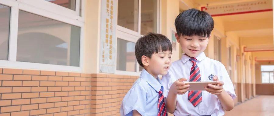 """""""妈妈,我能玩一下手机吗?""""不同的答复,决定孩子的未来"""