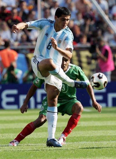 国际热身赛-中国男排3-0双杀埃及 戴卿尧崴伤被迫下场