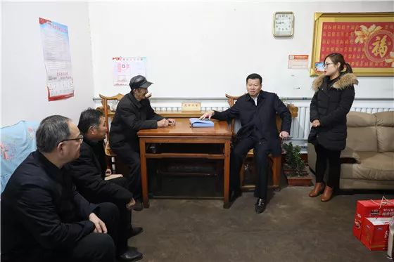 [Political News] Wang Qinguang, Secretary of the District Party Committee Visited Poor Households in Jinyunhu Street