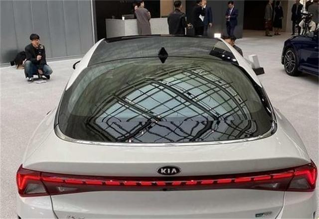 起亚全新K5,溜背炫酷造型,马力6.6秒破百,售价16.48万起!