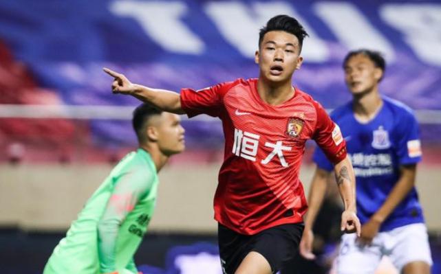 广州恒大球迷的话有误,中国足球的情况与欧洲不同,不能一概而论