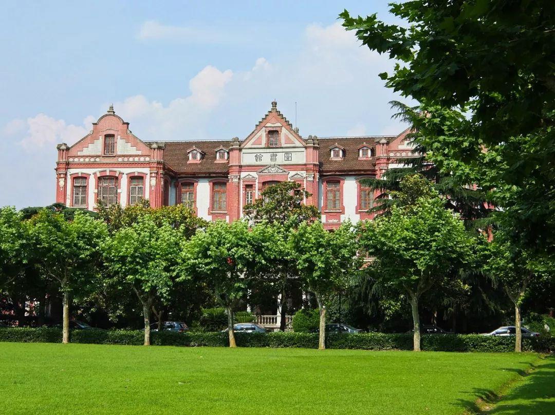 这里的建筑见证了中国高等教育的发展历程