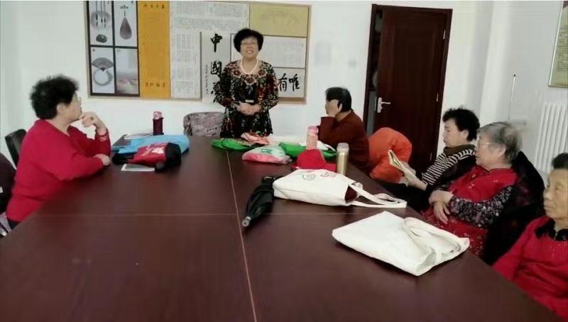 天津滨海新城家园的老人活到老学到老
