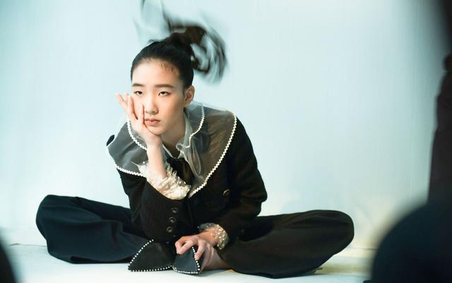 小S女儿完美继承高级脸,黑白大片再获盛赞,13岁时尚资源似开挂