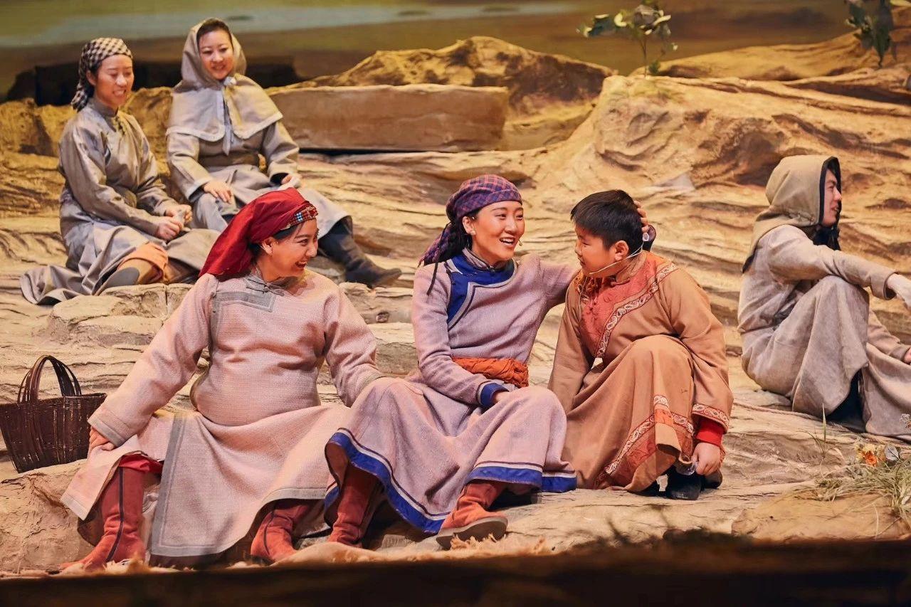 <b>话剧《沙变录》在京精彩上演,受到首都各界观众好评</b>
