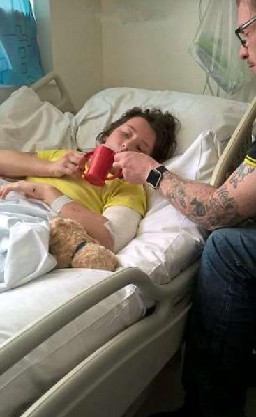 女子重伤昏迷 医生放弃治疗前动脚趾求生捡回一命图片