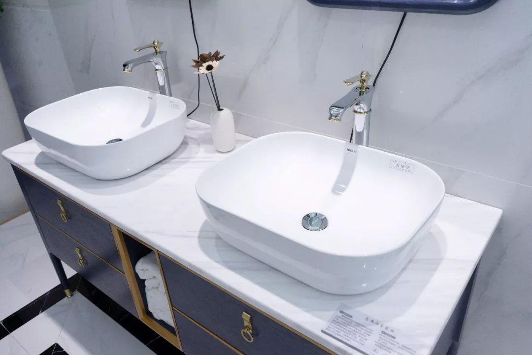 发现星国货快来探索年度最流行的时尚浴室柜(图3)