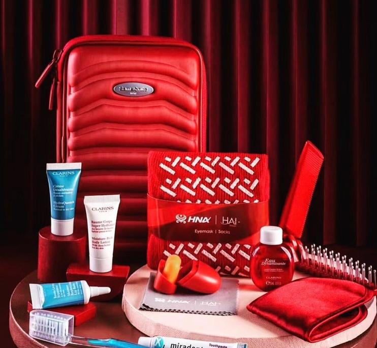 有点美!海南航空圣诞红限定版洗漱包亮相