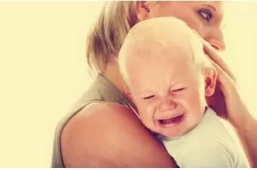 宝宝夜里睡觉一直不踏实,一会儿就醒了,是怎么回事?