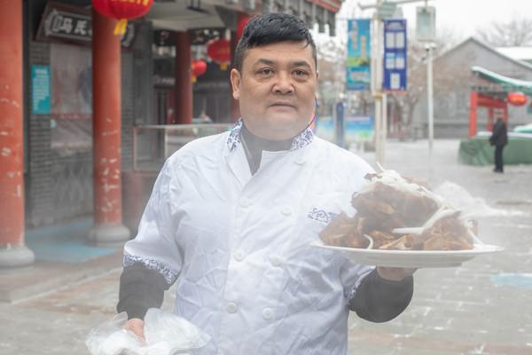 原创             新疆昌吉最值得去的小吃街,有特色小吃50多种,游客吃到都不愿意离开