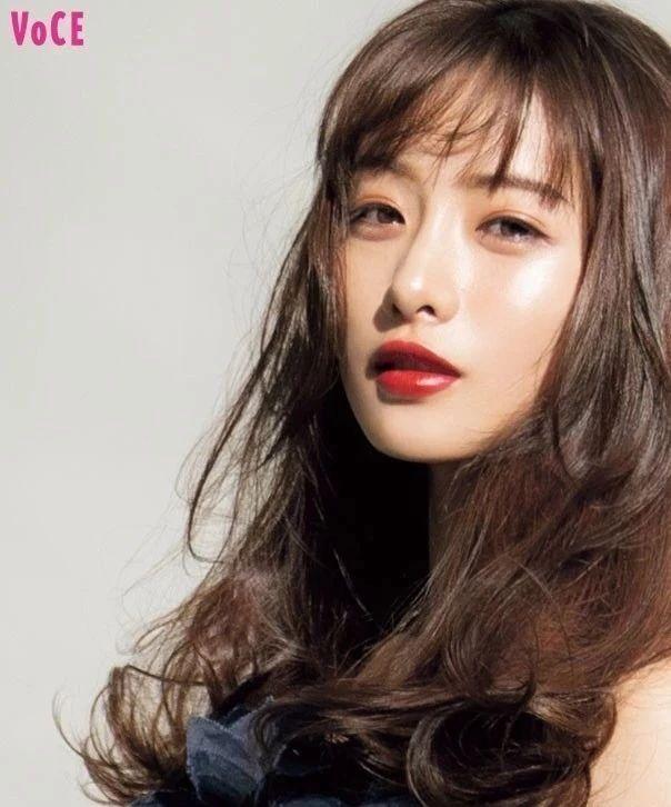 有一种换脸叫鞠婧祎,从土妞到高级,抗住央视镜头,全靠妆容?