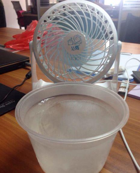 """夏天电风扇越吹越热?上面挂个空瓶子,比空调还""""凉快"""",省钱了"""
