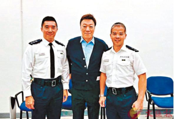 74岁香港艺人哽咽:想和警队并肩作战,怕年迈成负累_陈欣健