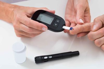 体内血糖高,脚部却先知?若双脚出现3个现象,需警惕糖尿病足