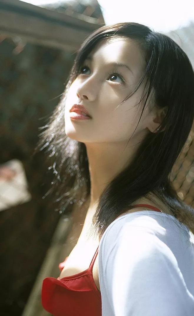 她靠脸让6000万日本男人沦陷,却作死吸毒超10年,网友:又爱又恨!