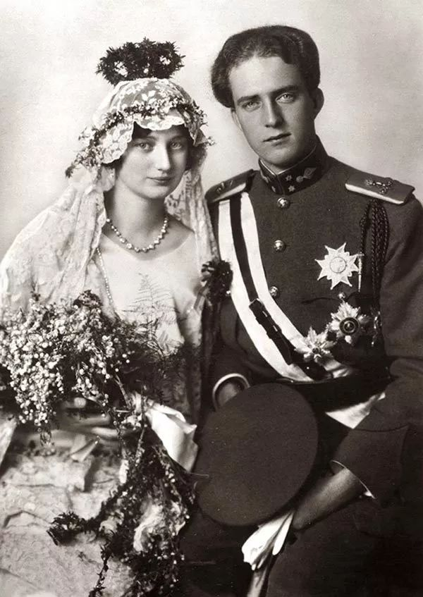 文末福利   用一只烟盒,纪念一场绝美的世纪婚礼