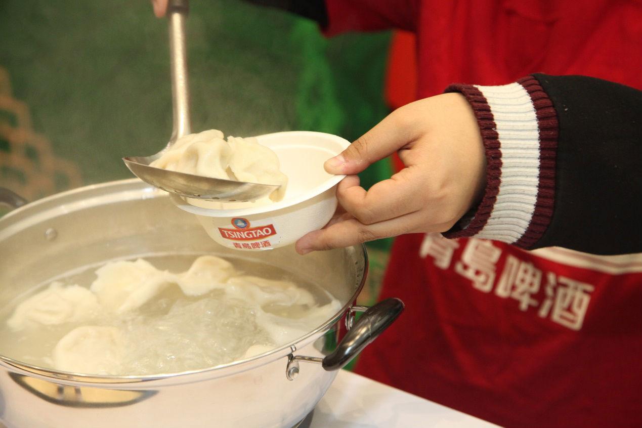 吃饺子看球赛,青岛啤酒把冬至大年夜战变得如火如荼