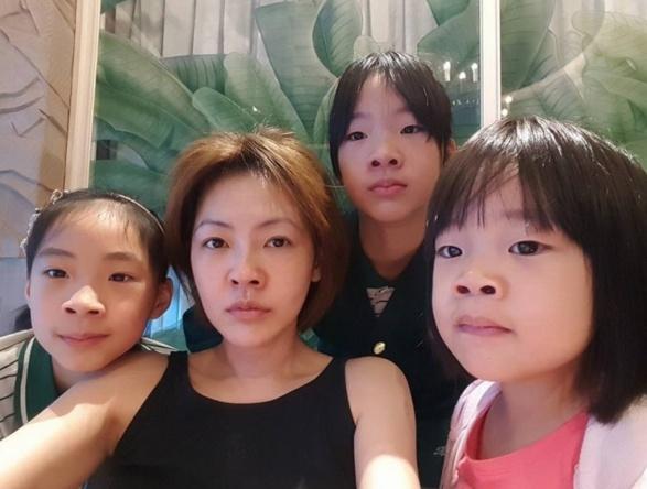 小S三女儿拍大片,被骂丑的三姐妹长成高级脸,颜值吊打亲妈