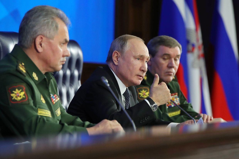 普京:美国人正想法追上我们