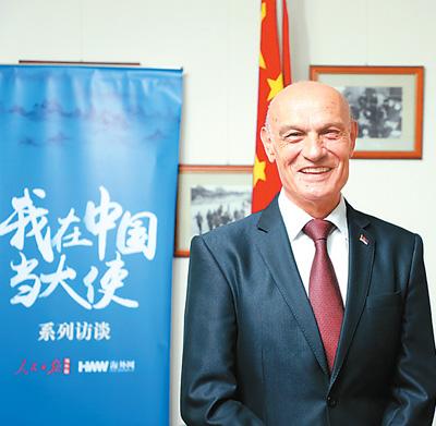 """张小雨人艺体艺术""""我们和中国有'钢铁般的友"""