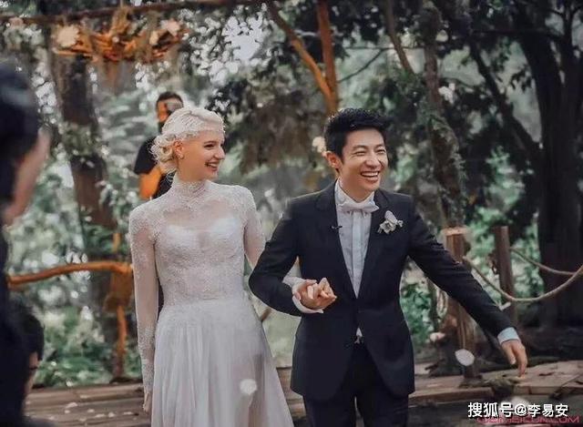 撒贝宁升级当爸,与加拿大籍妻子李白结婚三年,诞下龙凤胎