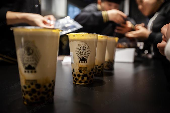 """台湾网红品牌竞逐奶茶市场,老虎堂TIGER SUGAR""""黑马""""来袭 (图2)"""