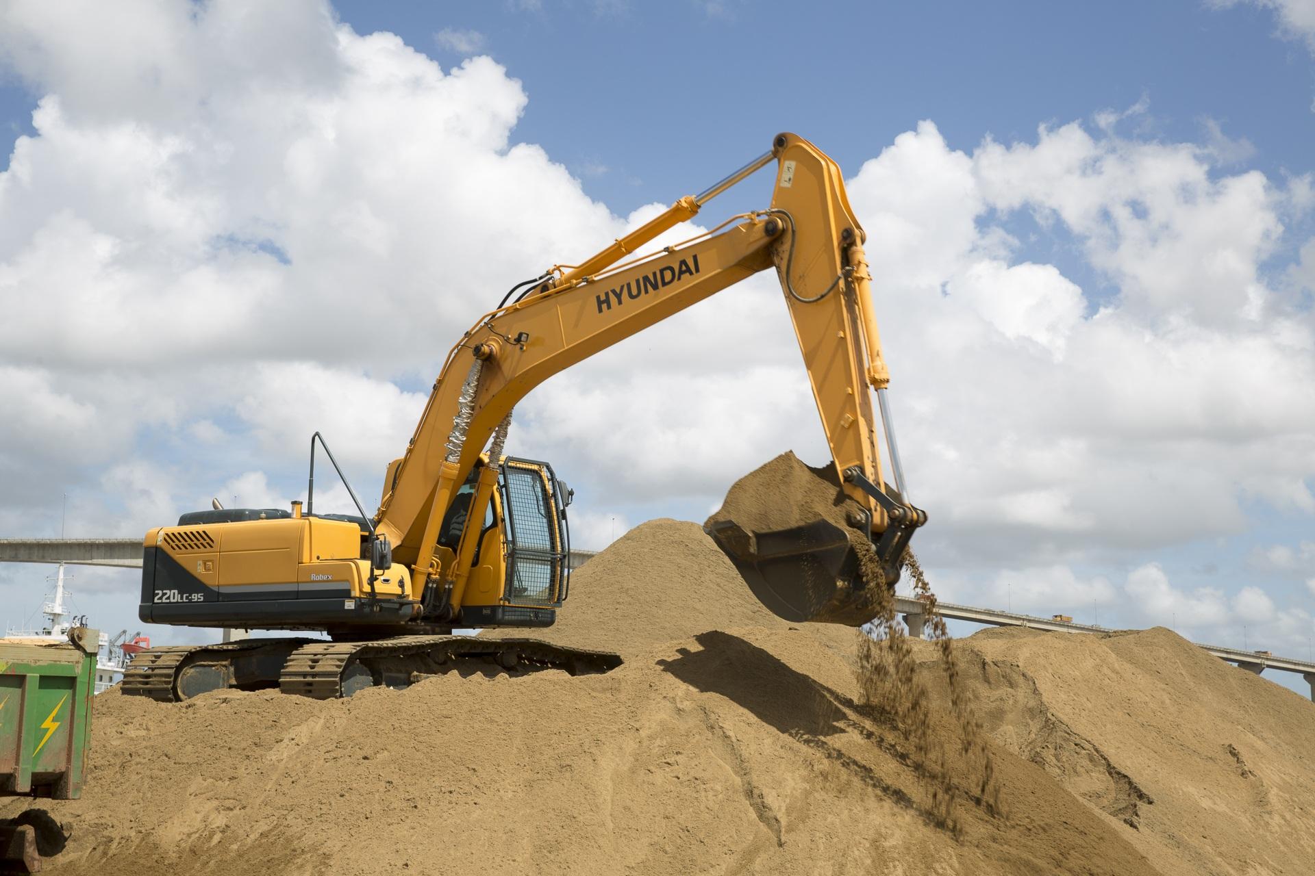 挖掘机零件名称图解