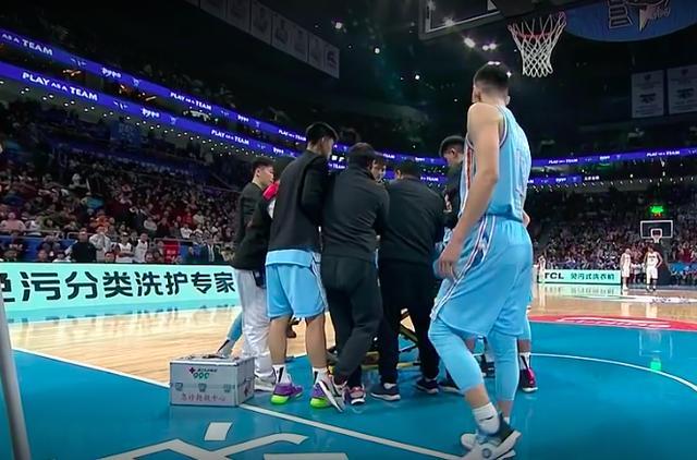 林书豪遭围追堵截打铁16次,北京惨败