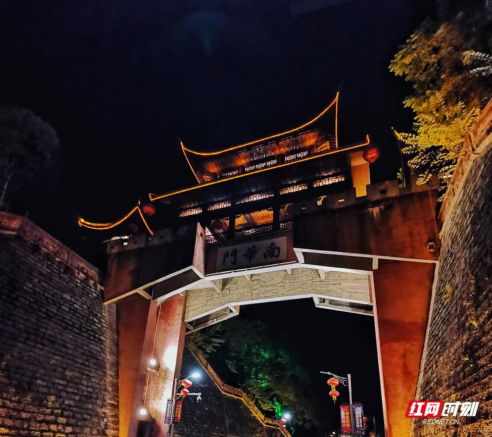 凤凰有多少人口_湖南历史文化常识PPT下载